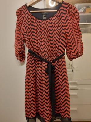 Cut Out Dress black-carmine