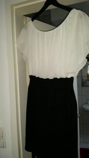 schönes Kleid. ..angenehm zu tragen...mit Gürtel zum binden..