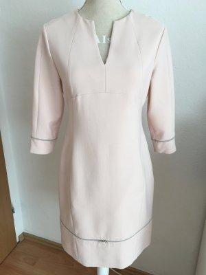 Schönes Kleid in Altrosa