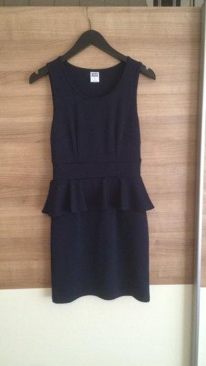 Schönes Kleid in dunkelblau
