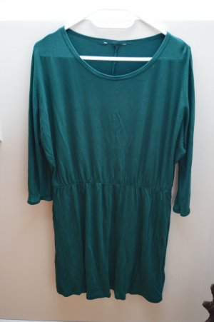 Schönes Kleid in dunkelgrün
