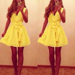 Schönes Kleid in Gelb