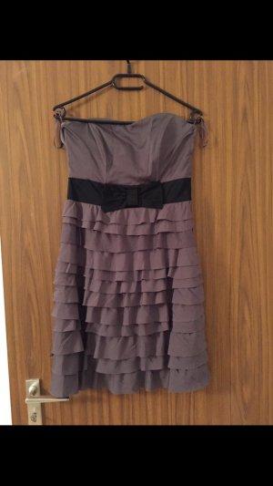 Schönes Kleid in grau