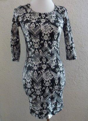 Schönes Kleid in Größe 38 von Amisu