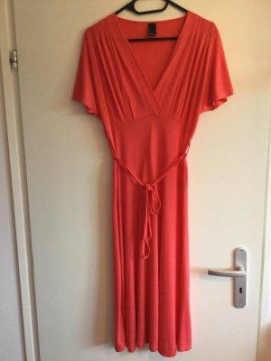 Schönes Kleid in midilänge