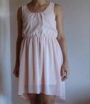 Schönes Kleid in Rosé