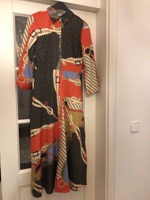 Schönes Kleid in Seidenoptik