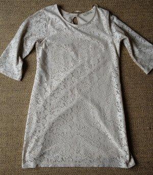 Schönes Kleid in Spitzenoptik - PULL&BEAR - Größe M