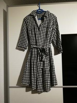 Schönes Kleid mit 3/4-Arm