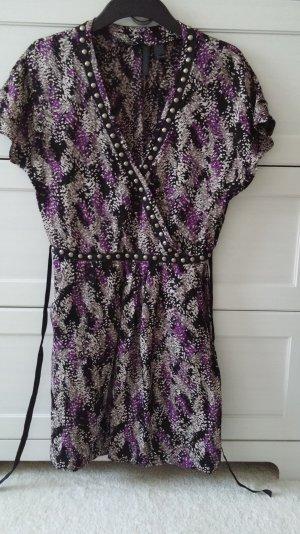 schönes Kleid mit auffälligem Muster