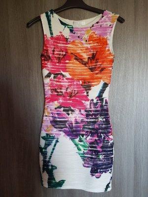 Schönes Kleid mit Blumen