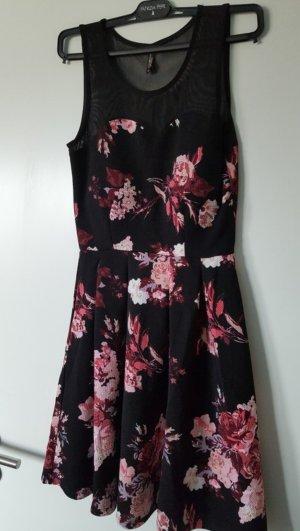 Schönes Kleid mit Blumen Neu mit Etikett