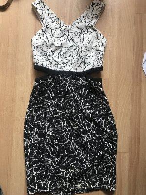 Schönes Kleid mit cut outs