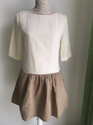 schönes Kleid mit halb offenem Rücken