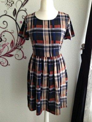 Schönes Kleid mit Karomuster Neu