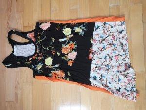 Schönes Kleid mit Mustermix von Zara