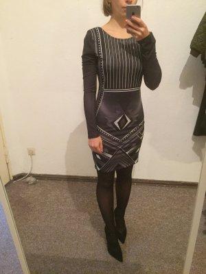 Schönes Kleid mit Prin