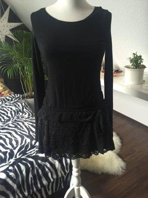 schönes Kleid mit Schleifchen