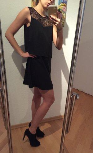 Schönes Kleid mit Spitze