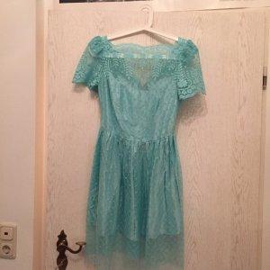 Schönes Kleid mit Spitze aus Paris