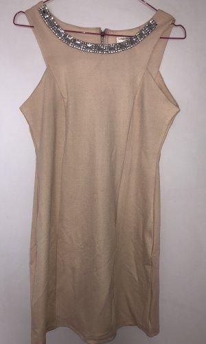 Schönes Kleid mit Strasssteinchen