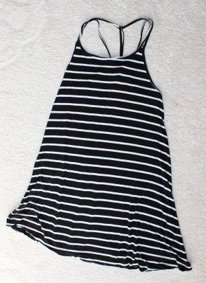Schönes Kleid mit Streifen