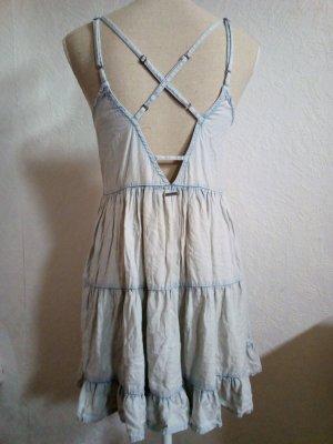 Schönes Kleid mit tollem Rücken