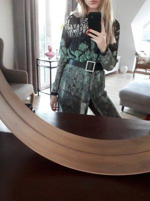 schönes Kleid mit verdeckter Knopfleiste