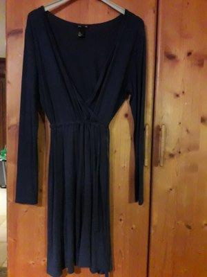 schönes Kleid mit Wickeloptik