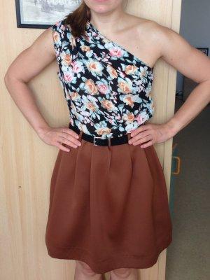 Schönes Kleid nach Maß geschnitten!