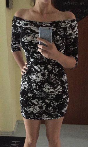 Schönes Kleid Schulterfrei