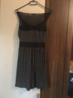Schönes Kleid schwarz mit Punkten