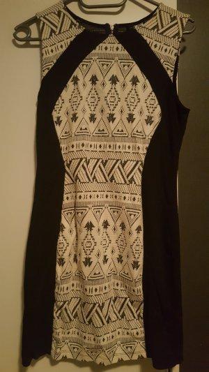 Schönes Kleid Schwarz Weiß