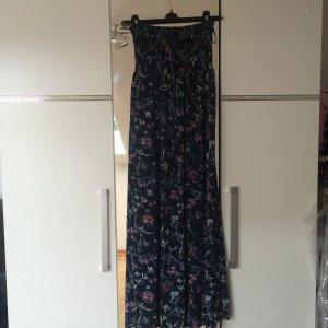 Schönes Kleid trägerlos