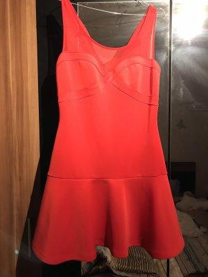 Schönes Kleid von der Marke guess.