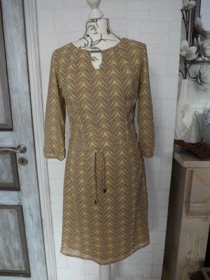 Schönes Kleid von MANGUUN