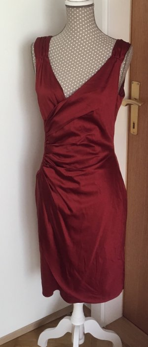 Schönes Kleid von MARIPOSA