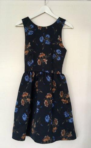 Schönes Kleid von Zara mit Blumenmuster und Cut-Outs