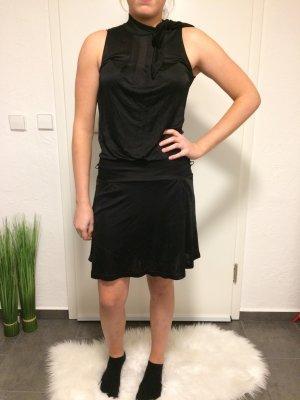 Schönes knielanges Kleid
