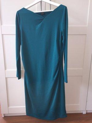 Schönes langärmeliges Kleid
