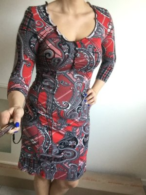 Schönes langärmliges grau rotes Kleid