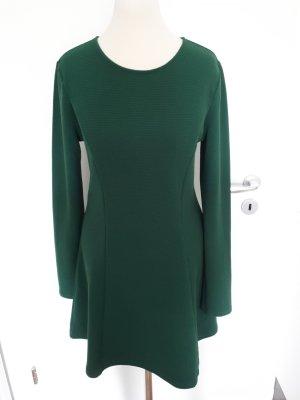 Schönes langärmliges Kleid für den Herbst