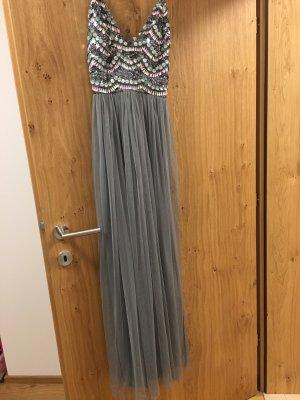 Schönes langes Abendkleid - NIE getragen