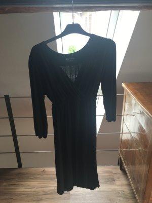 Schönes leichtes Empirekleid in schwarz