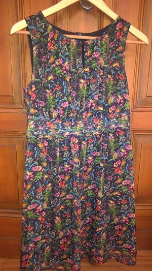 Schönes leichtes Kleid von Esprit, Gr.38