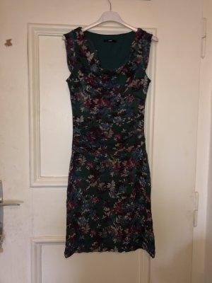 Schönes markloses Kleid