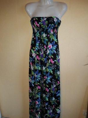 Schönes Maxikleid / Sommerkleid mit Blumenmuster und Schlitzen seitlich unten am Bein