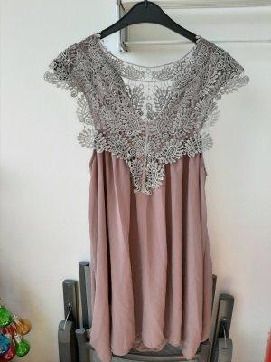 Schönes neues Kleid mit Spitze! Gr.40/42!