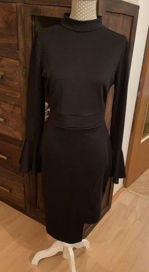 Schönes neues schwarzes Kleid