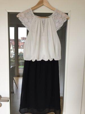 Schönes, neues Vero Moda Kleidchen in Schwarz-Weiß mit Spitze